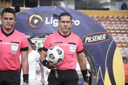 Árbitros ecuatorianos estarán en la triple fecha de Eliminatorias