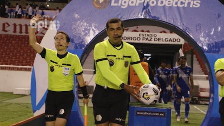 (FOTO) Miguel Ángel Loor confirmó el primer pago que se les hizo a los árbitros