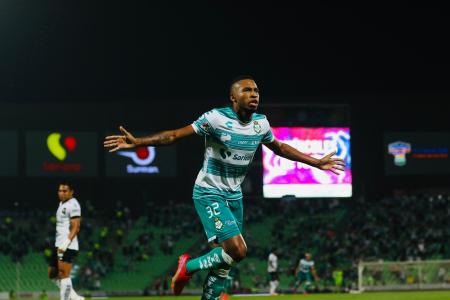 (VIDEO) Ayrton Preciado vuelve con Santos y anota un GOLAZO