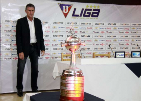 (VIDEO) Emotivo homenaje de Liga de Quito para el histórico Edgardo Bauza