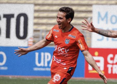 (VIDEO) Jairo Vélez marcó un GOLAZO de tiro libre con César Vallejo