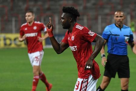 (VIDEO) Jordy Caicedo se elevó ganó a todos y marcó un nuevo gol con CSK Sofia