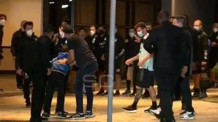 (VIDEO) Messi y el buen gesto con un niño brasileño que burló la seguridad por una foto