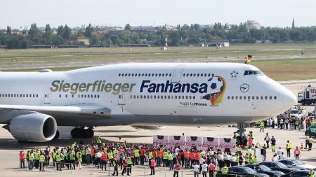 (VIDEO) Terrible susto en vuelo de la selección alemana; tuvieron que aterrizar de emergencia