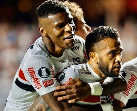 (FOTO) Dani Alves renunció al Sao Paulo