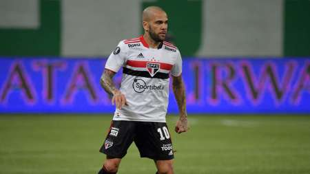 Dani Alves rescindió su contrato con Sao Paulo y dejó una despedida