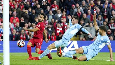 (VIDEO) Con un golazo 'maradoniano', Salah adelantó a Liverpool ante Manchester City