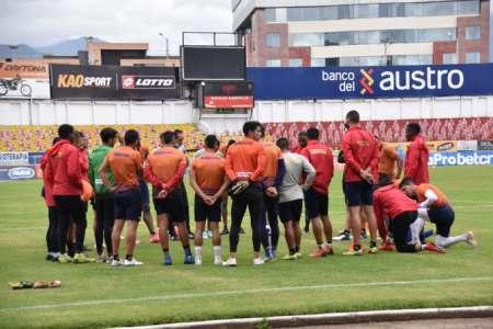 (FOTO) Jugadores del Deportivo Cuenca no entrenaron ante la falta de pago