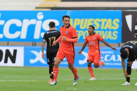 (VIDEO) Jairo Vélez marcó un golazo en Perú pero luego salió expulsado