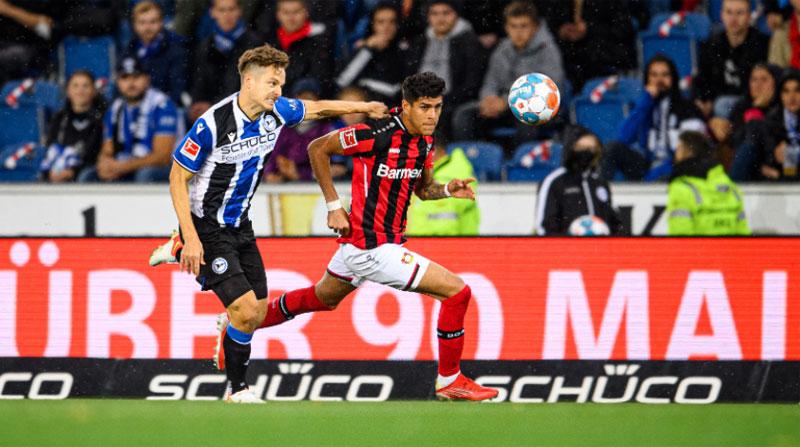 (VIDEO) Piero Hincapié nuevamente fue titular en la goleada de Bayer Leverkusen